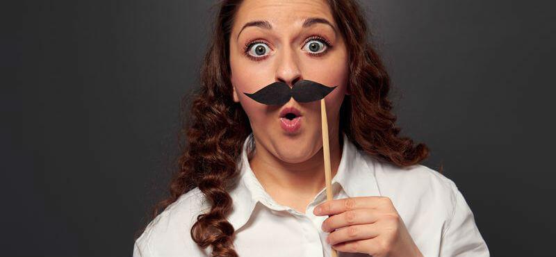 почему у девушек растут усы