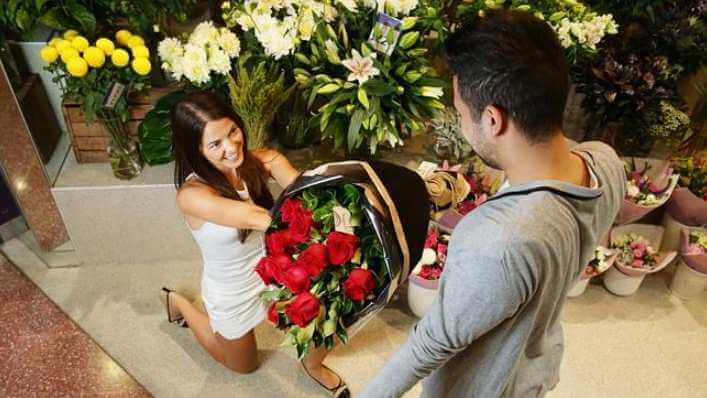 какие цветы дарят мужчинам на концертах