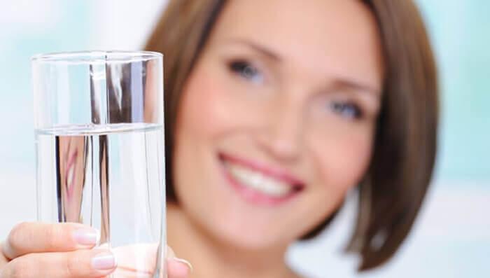 чистка кишечника в домашних соленой водой
