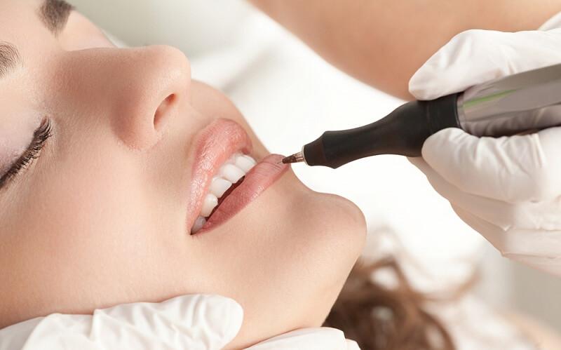 Инъекция как метод увеличения объема губ